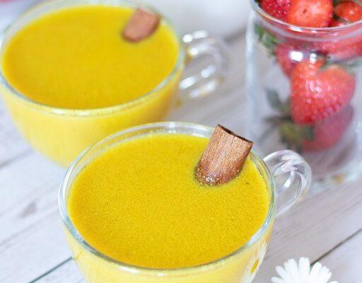 5 Minute Golden Milk Recipe (Creamy Turmeric Latte)