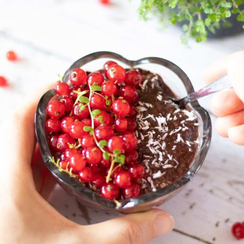 Vegan chocolate chia pudding recipe with almond milk (gluten-free and weight-loss friendly)