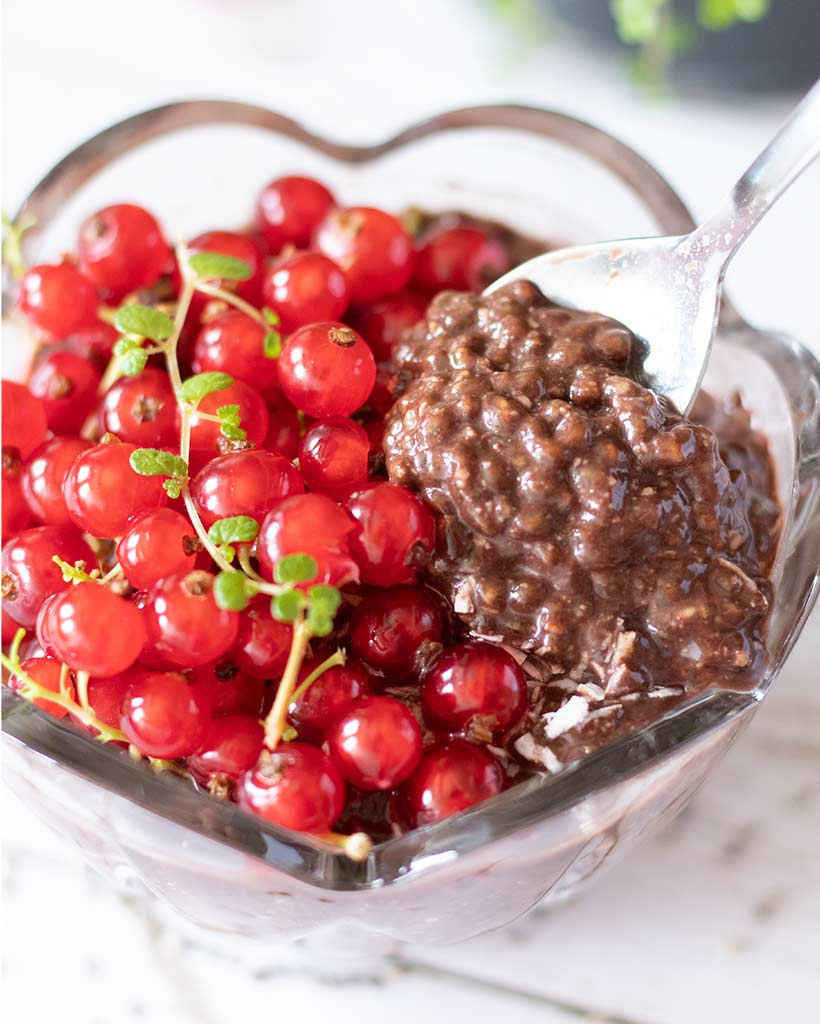 Healthy, no sugar, gluten-free chia seed pudding. Easy overnight breakfast or snack.