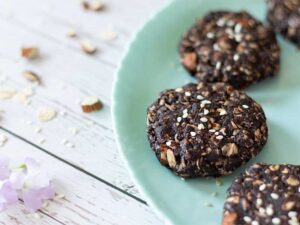 Quick and raw vegan no bake cookies with tahini. Healthy kid-friendly dessert recipe.
