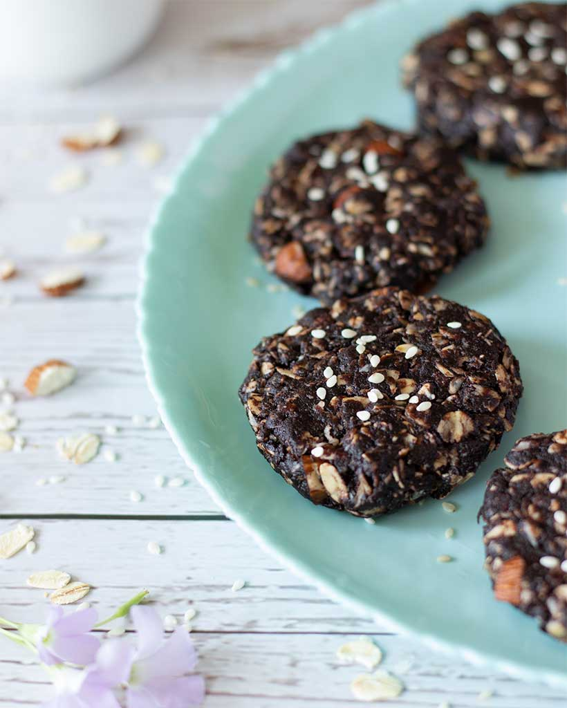 Vegan no bake tahini cookies without sugar. Weight-loss friendly dessert or snack.