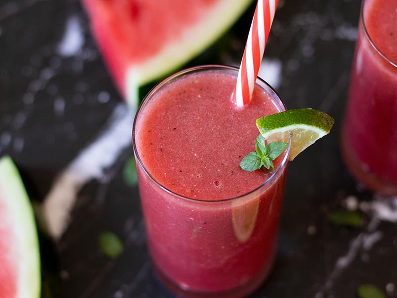 Quick and easy watermelon smoothie recipe without yogurt, dairy or sugar.