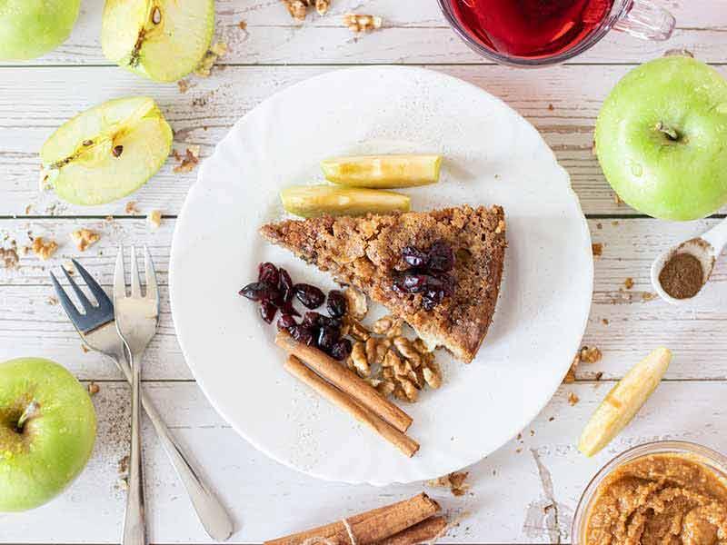 Easy vegan apple cinnamon cake for beginners.