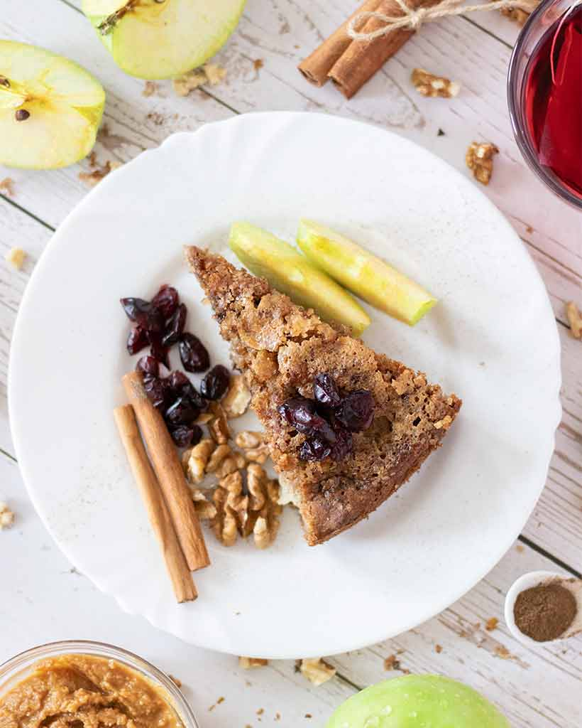 Easy recipe for apple cinnamon cake without milk, sugar and eggs.