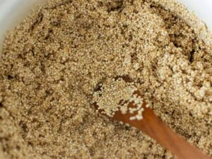 Toasting white quinoa