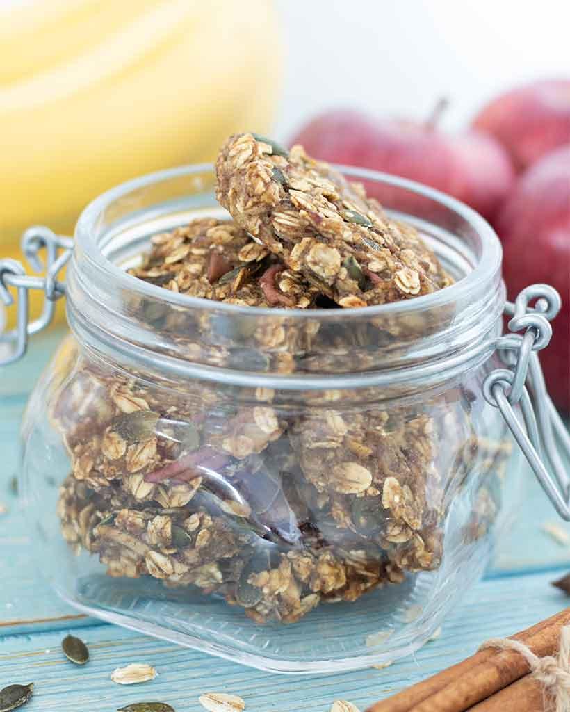 Best vegan fall dessert or treat: apple cinnamon cookies. Plant-based and easy recipe for kids.